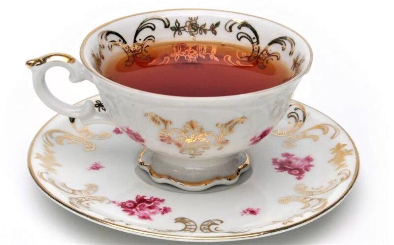 чашка на блюдце с чаем