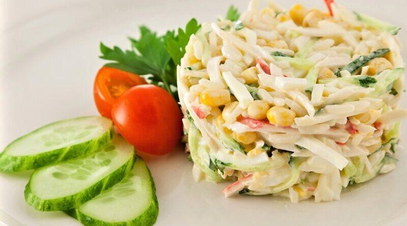салат из кукурузы