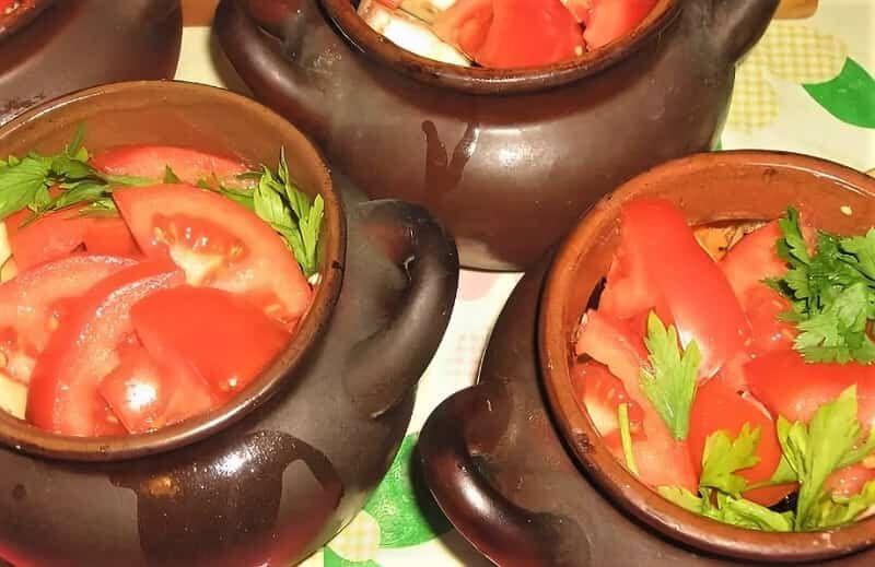 помидоры в горшочках