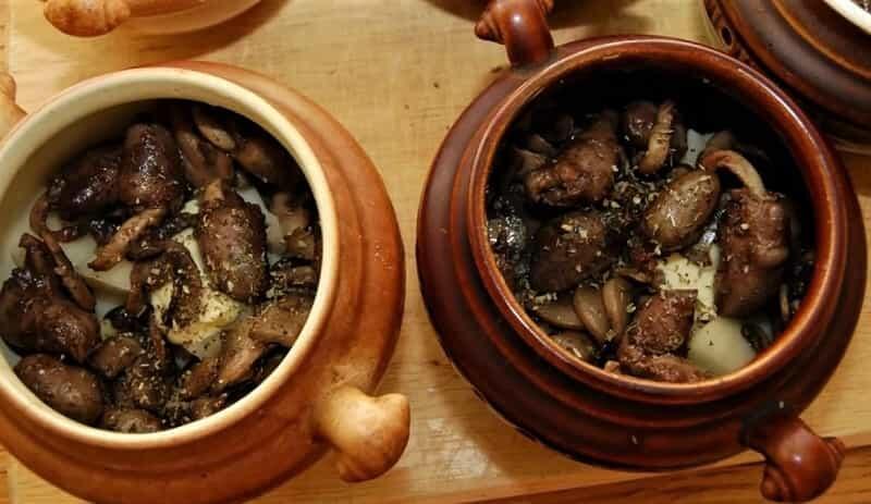 грибы в горшочках