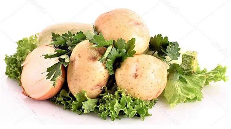 картофель и листья салата
