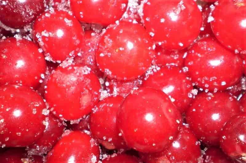 плоды вишни в сахаре