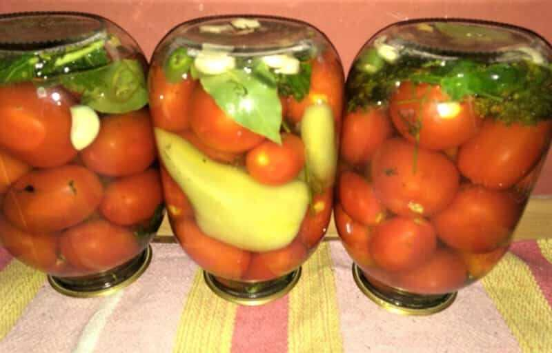 перцы с томатами в банках