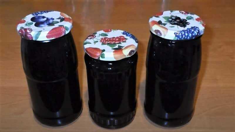 банки с вареньем из черной смородины