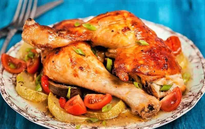 жареный кабачок с жареной курицей
