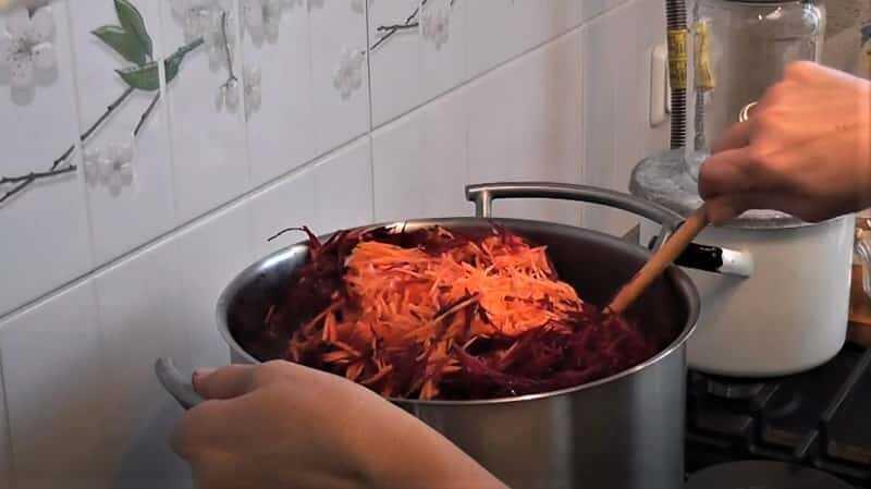 морковь в кастрюле