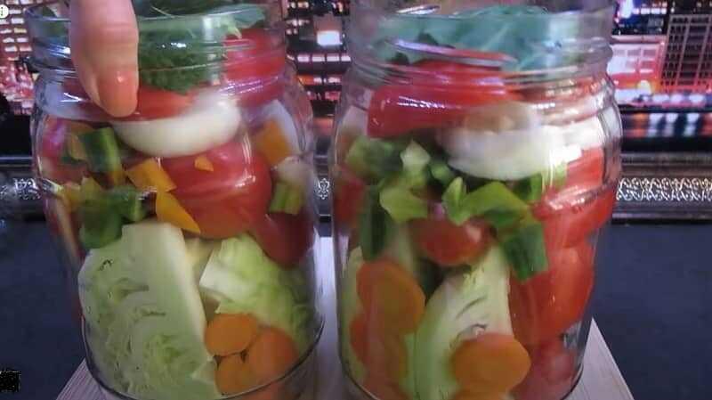 ассорти из овощей в банке