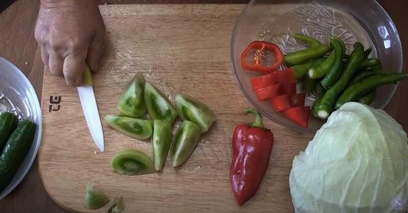 дольки зеленых томатов