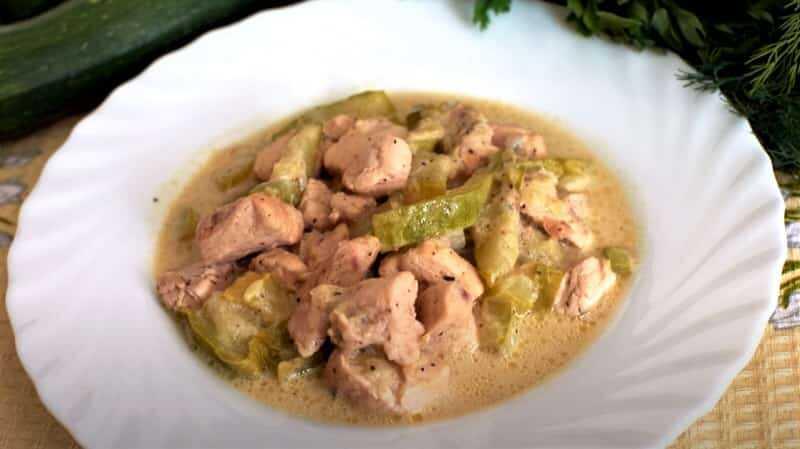 блюдо с курицей и кабачками