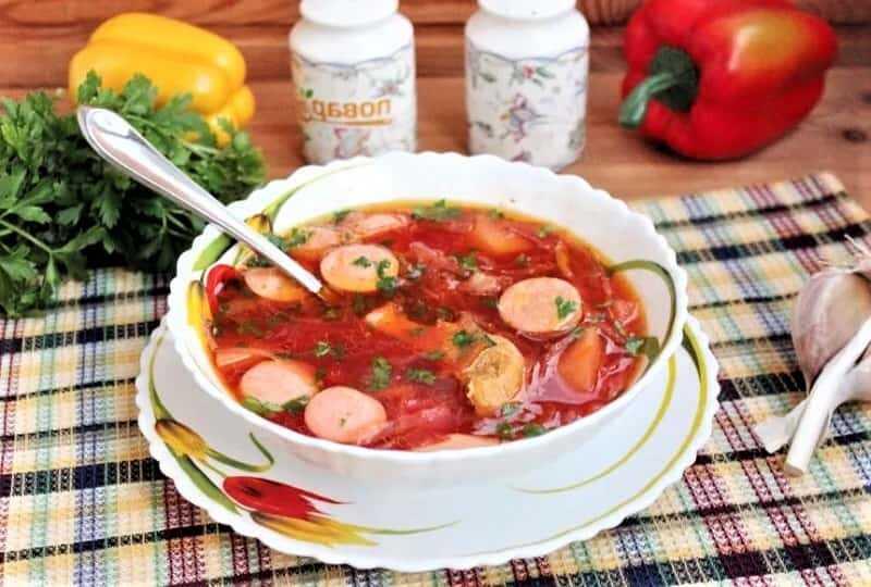 суп красный с сардельками