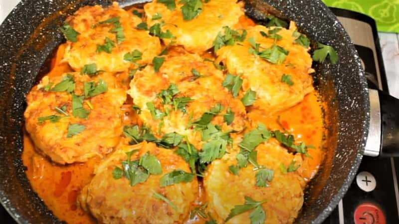 куриное филе с картошкой на сковороде