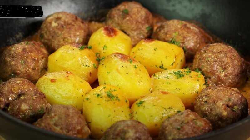тефтели в духовке с картошкой