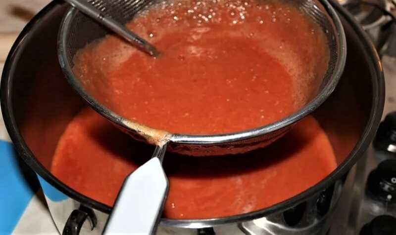 протирка томатной массы через сито