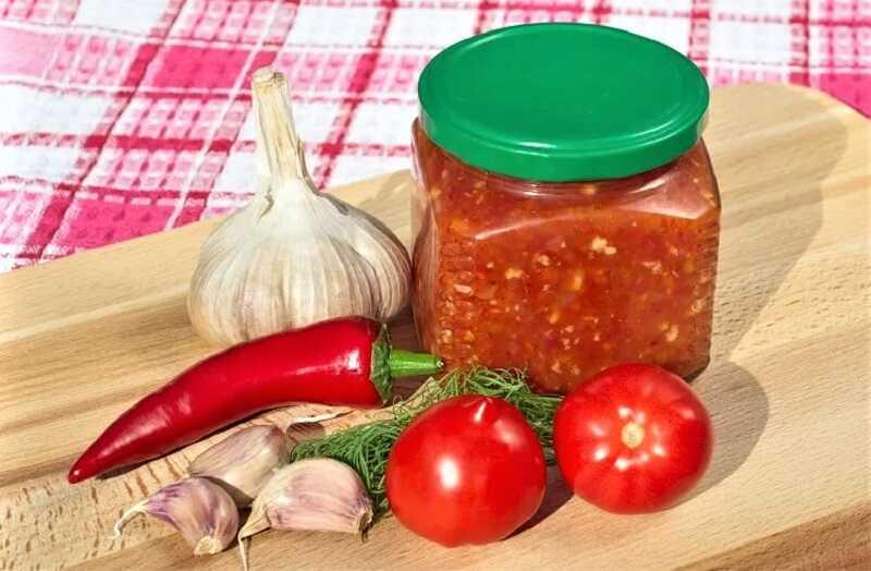 Соус с чесноком и томатами