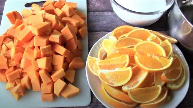 нарезанные тыква и апельсины