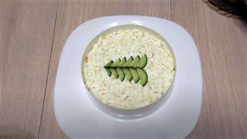 огурцы в салате сверху