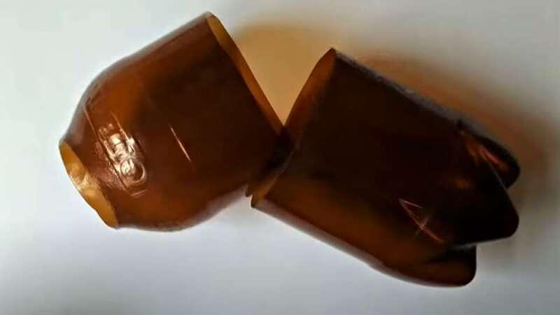 отрезанные части бутылки