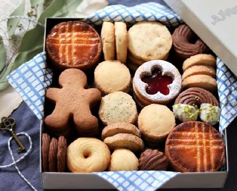 разное печенье в коробочке