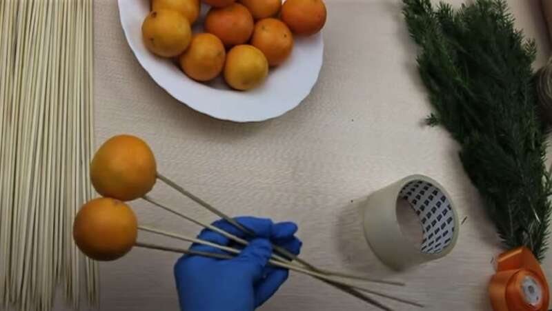 шпажки в мандаринах