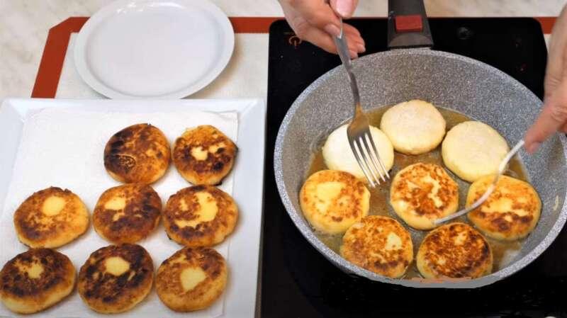 сырники в сковороде