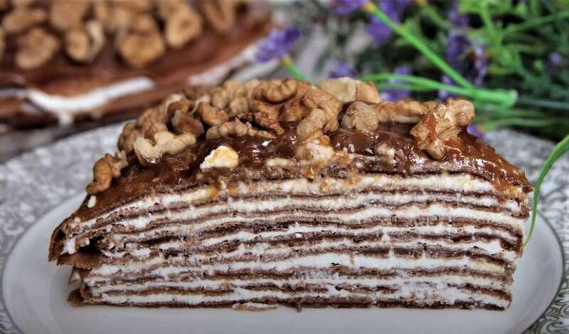 кусок блинного торта