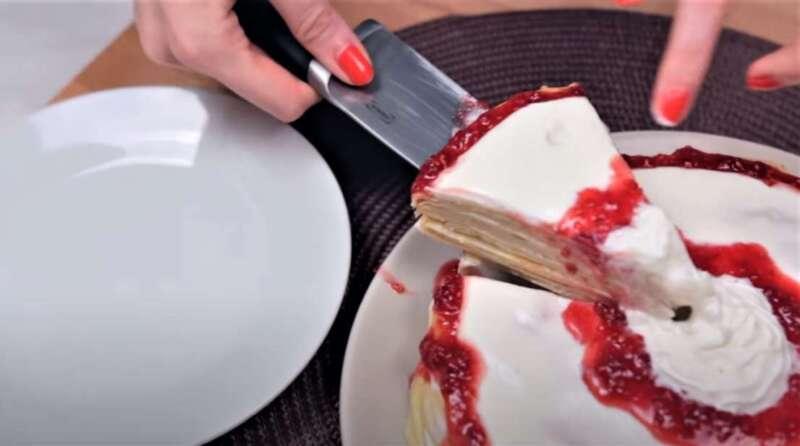 кусок торта со сметанным кремом