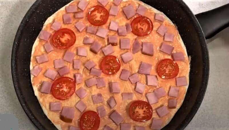 колбаса и помидоры