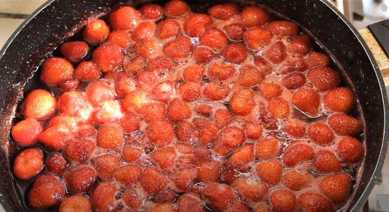 готовое варенье из клубники