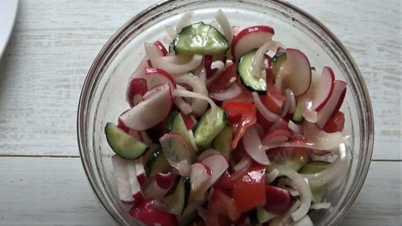 салат из редиски с овощами