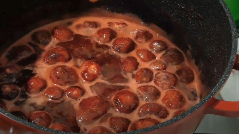 варенье из клубники на сковороде