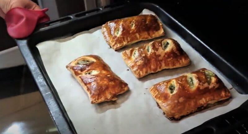 испеченные пирожки с щавелем