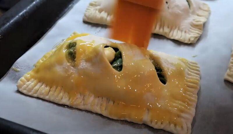 смазка пирожка яйцом