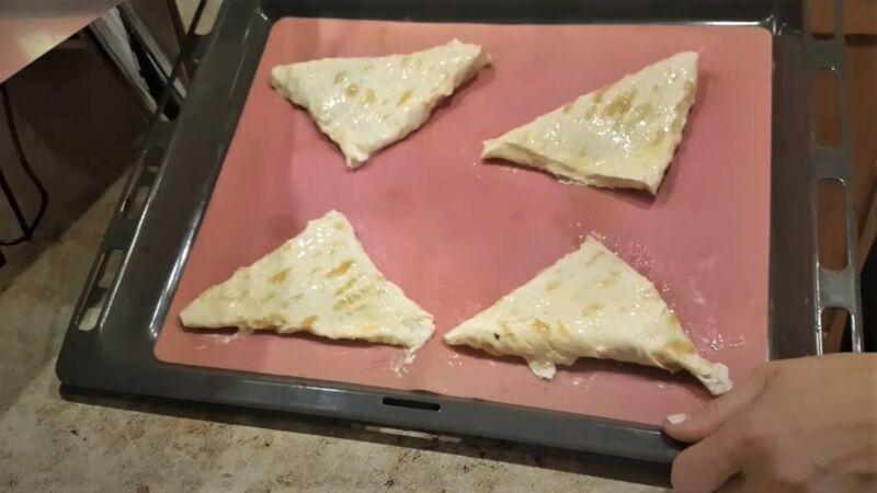 пирожки с начинкой щавеля на противне