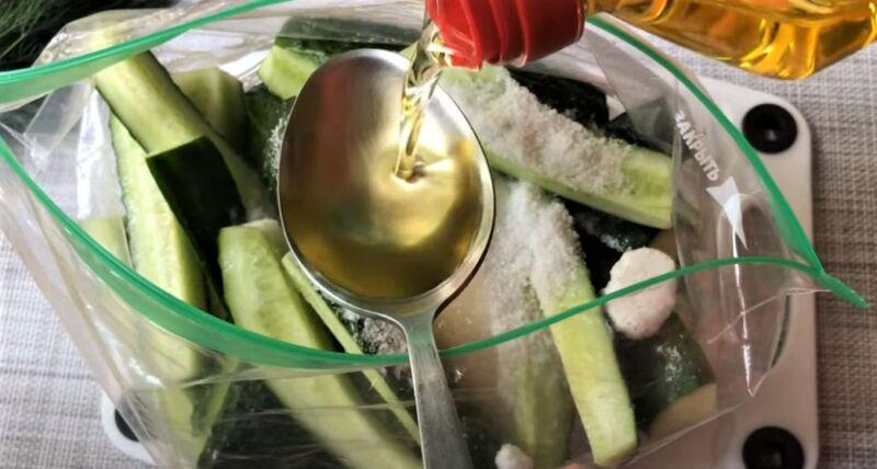 масло растительное в ложке