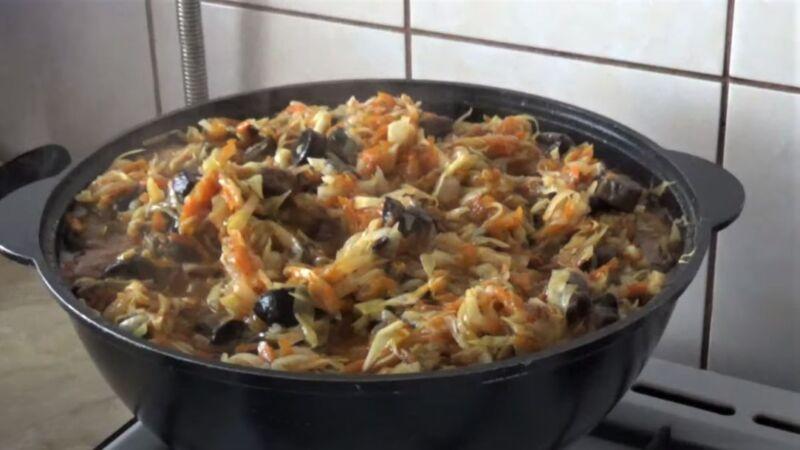 солянка с грибами в кастрюле