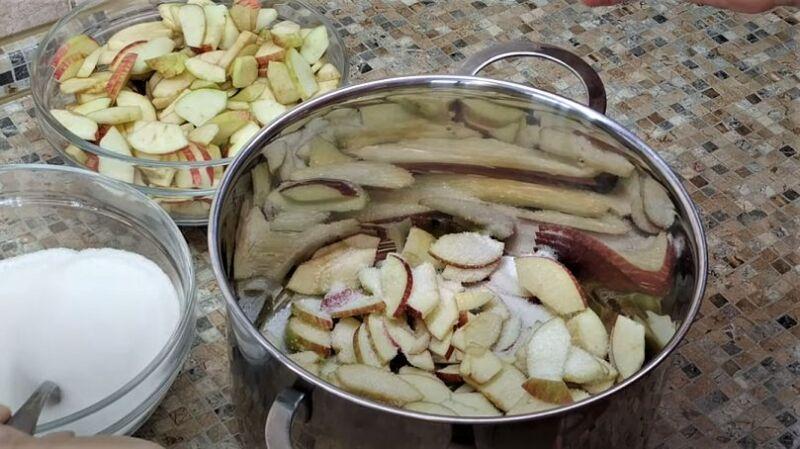 дольки яблок в сахаре