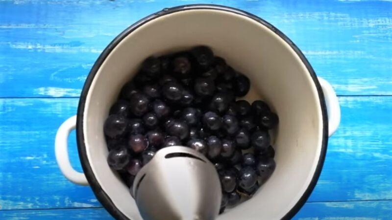 блендер с виноградом