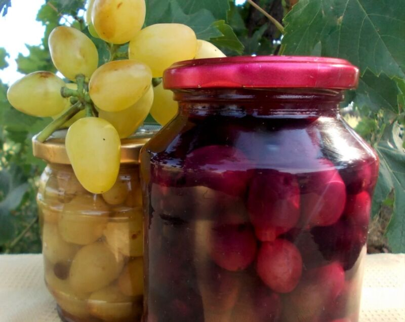 маринованный виноград разного цвета