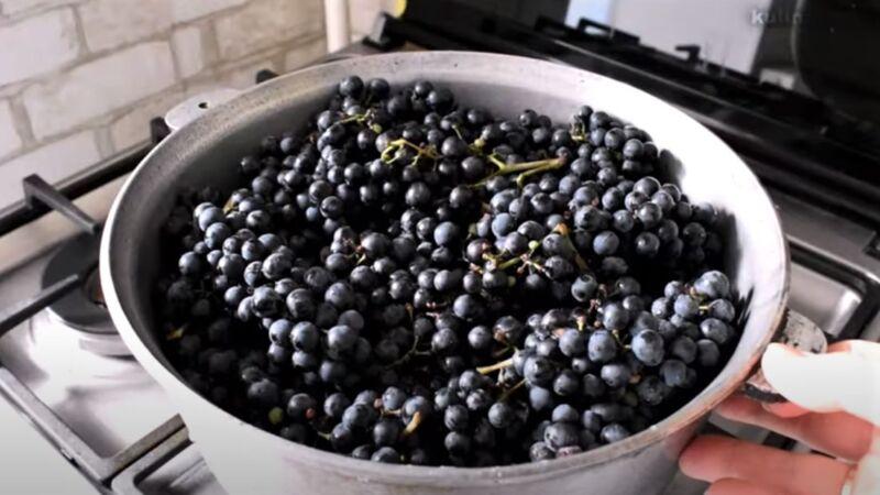 виноград ы кастрюле